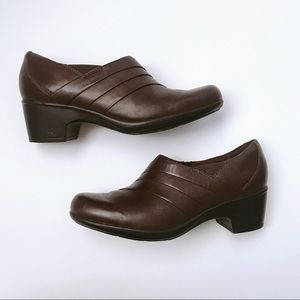 Clark's collection soft cushion brown clogs
